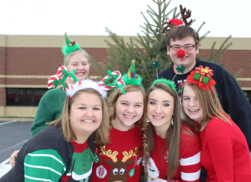 state-officers-outside-christmas-tree-2016